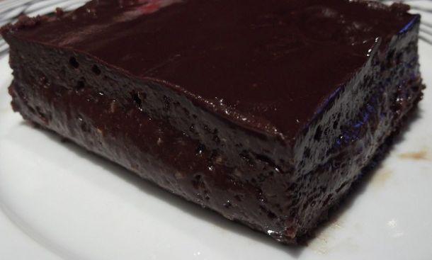 Η σοκολατόπιτα αν βρεθεί μπροστά σας δε θα μείνει ούτε ψίχουλο! Εμείς λοιπόν σας έχουμε μία συνταγή εύκολη η οποία θα σας ενθουσιάσει. Μόλις την φτιάξετε η οικογένειά σας θα ξετρελαθεί!