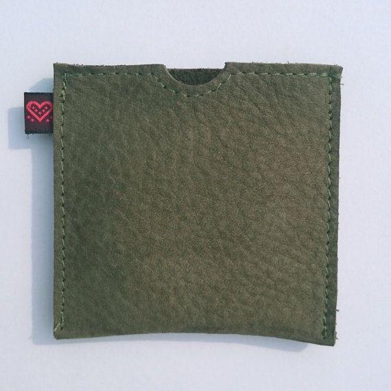 KDDLE Green Suede (genuine Leather) Buddy - Condom Case wallet pouch etui cuir - mos groene suede condoomhouder - Kondomtasche