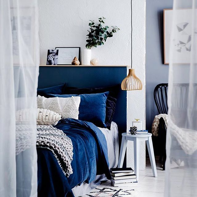 Winter Textures as styled by @fiona_michelon_stylist for August edition of @homesplusmag has us eager to dive into big blues! Using Porter's Paints in colour Atlas was a great way of anchoring the theme and focus #porterspaints #fionamichelonstylist #homesplusmag #bigblues #wintertextures