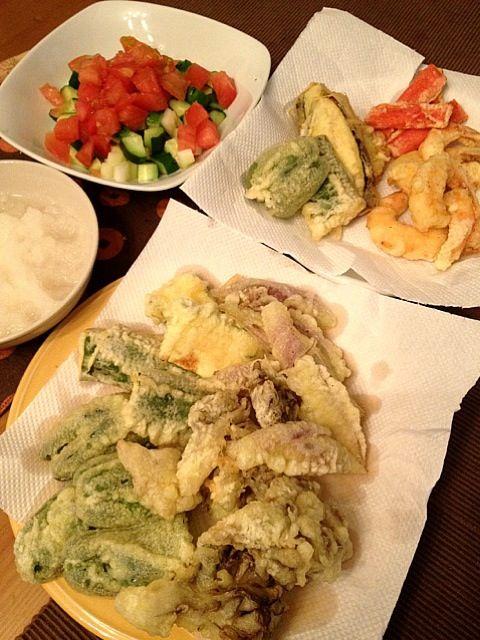 舞茸,茄子,ピーマン,ズッキーニ,海老,カニかま - 14件のもぐもぐ - 野菜天ぷら•サラダ by 203Kouchi