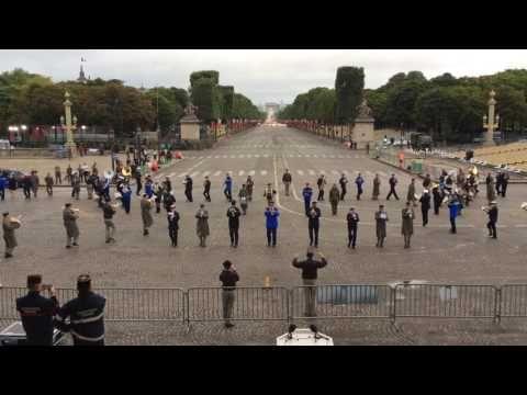 """Französische Militärkapelle spielt """"Daft Punk"""" beim französischen Nationalfeiertag   Webfail - Fail Bilder und Fail Videos"""