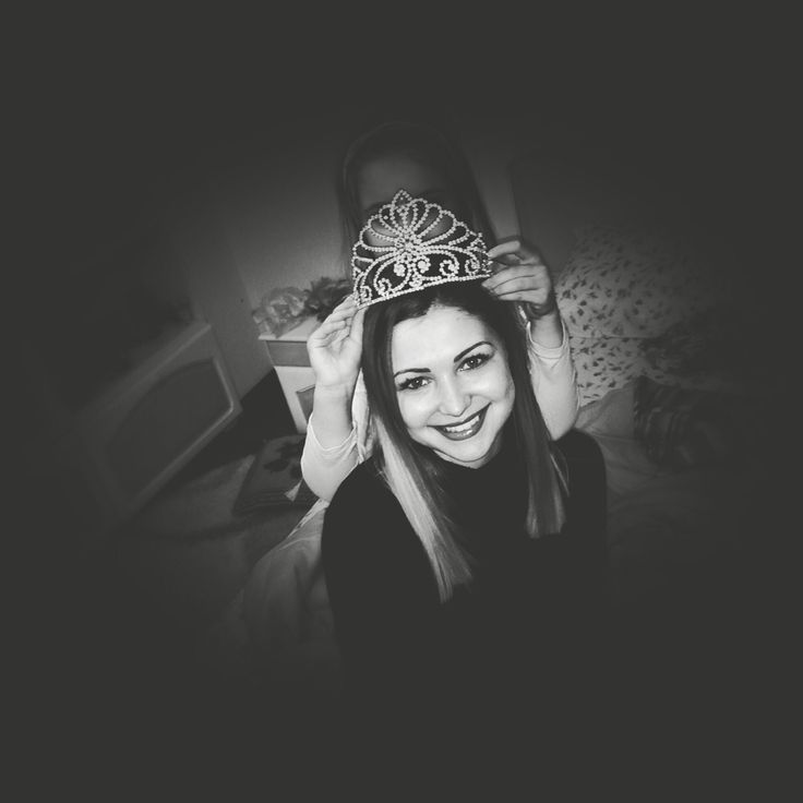 If your dreams don't scare you, they aren't big enough! #crown #smile #queen #universe