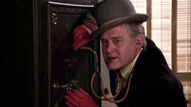 Som Egon Olsen, i Olsen banden på sporet fra 1975.