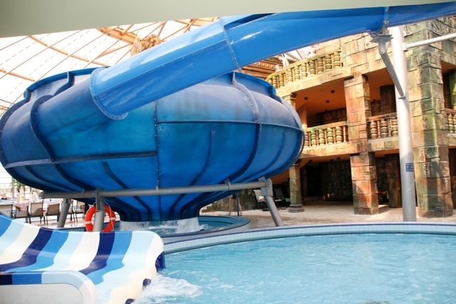 The Aquaworld is the first water park for a lot of people, and it was one of our first projects too. Here you can see a Space Hole that is in the middle of the aquapark. #budapest #aquaworld #aquaworldbudapest