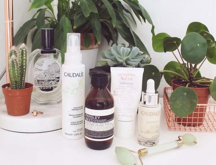 My current evening skincare routine. I've been using this routine regularly for a month now and I can really see a gigantic change to the radiance evenness and clearness of my skin its been quite incredible!! I've felt so confident without foundation too. I take off any makeup with @caudalie Cleansing Oil and then finish my cleanse with @aesopskincare Parsley Seed Cleanser. I leave this on for a minute if I want to exfoliate or just wash with it if not. Then I massage Caudalie Vinoperfect…