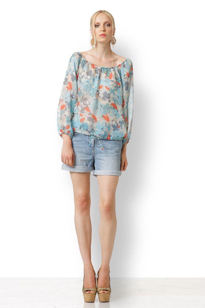 ΜΠΛΟΥΖΑ ΘΑΛΑΣΣΙ ΜΕ ΛΑΣΤΙΧΟ Φτιαγμένη από εξαιρετικό μετάξι, αυτή η λαμπερή, δροσερή και θηλυκή μπλούζα μπορεί να φορεθεί με τα υπέροχα παντελόνια μας, αλλά και με το αγαπημένο τζιν σορτσάκι σας.