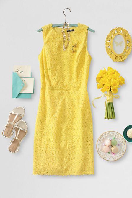 Optimal gekleidet für den Hochzeitsempfang: Etuikleid in kräftigem Gelb.