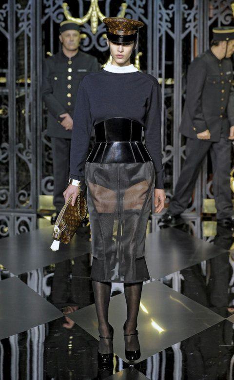 Desfile de Louis Vuitton. París. Resumen de las mejores pasarelas de la temporada otoño-invierno con fotos. vídeos, Front Row, StreetStyl 2011- 2012. Otoño-invierno.