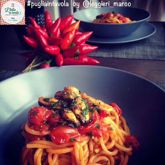 Ci spostiamo in #Puglia per gustare degli Spaghetti alle cozze nere di #Taranto #italiaintavola #pugliaintavola #italianfood #traditionalfood #italy