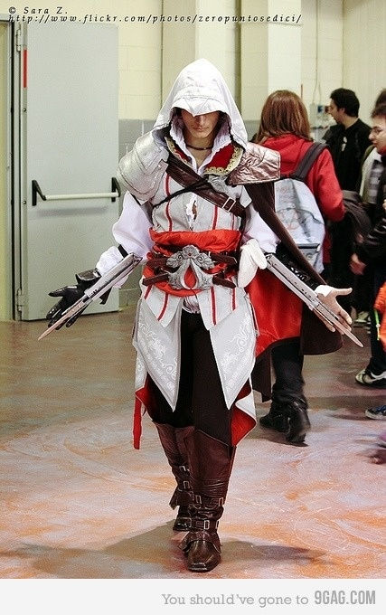 Cosplay <3  The more I see this the sexier this guy gets.  I've already requested Jeremy cosplay as Ezio.