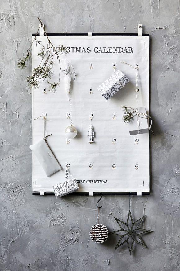 Adventskalender von house doctor Absolut stylisch! Der Adventskalender von house doctor ist grafisch bedruckt - ganz einfach, schwarz auf weiß. Der schlichte Adventskalender, mit lauter kleinen Ösen zum befestigen der kleinen Überraschungen, wird oben und unten durch eine Stange stabilisiert. Der Kalender ist aus 100% Baumwolle genäht und kann je nach Geschmack in schwarz/weiß dekoriert werden - oder ganz bunt. Der Kalender zählt 25 Tage wie in Amerika. - HOUSE DOCTOR CAR möbel