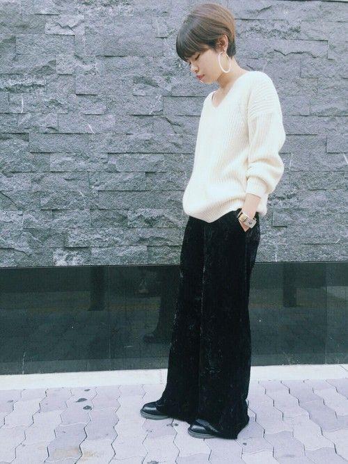 素材感で勝負する の♡ド定番にとことん屈しる「ベロアパンツ」を着こなす秋冬。|MERY [メリー]