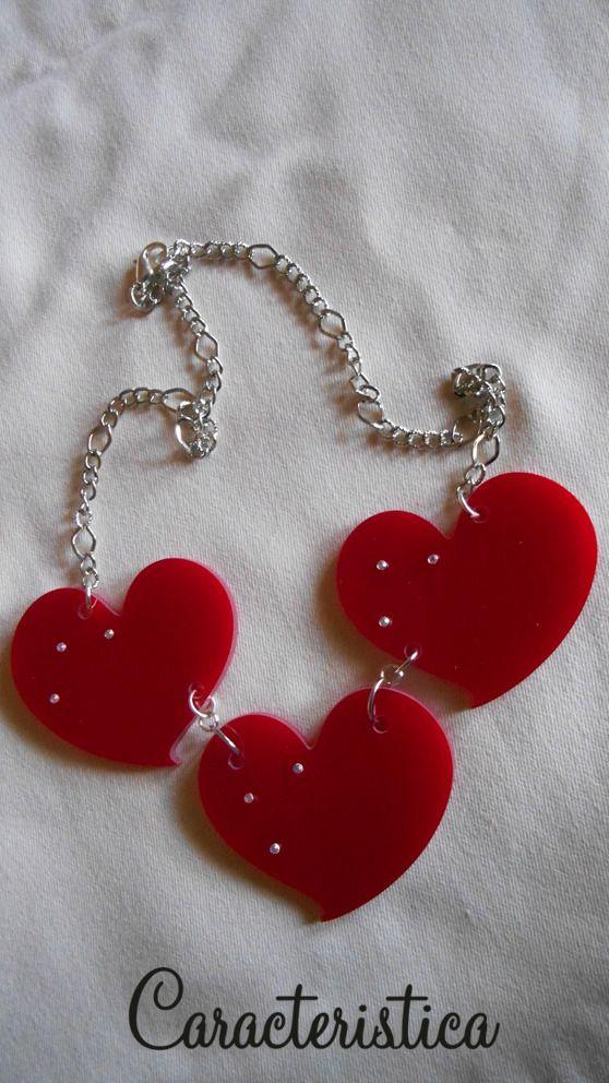 Collana tris di cuori in plexiglass rosso : Collane di caracteristica