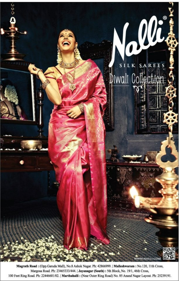 Traditionally bengali brides wear benarasi and not kanjeevaram. But who can say no to such pretty pink!