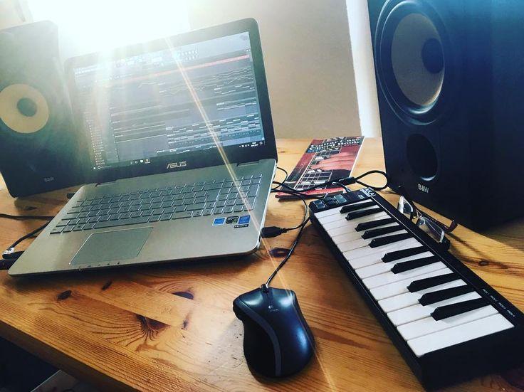 New photo online Musikalisch ins Wochenende   #flstudio #musicproducer #atwork #fruityloops #flstudio12 #musik #musikproduktion #classicalmusic #music #musik #makingof #makingofmusic #musically #musicphotography #musicismylife #musiccomposer #composer #composing #imageline #refx #refxnexus #nexus #music #komponieren #musicproduction #musicproducers #potsdam #wochenende #babelsberg Hope you like it
