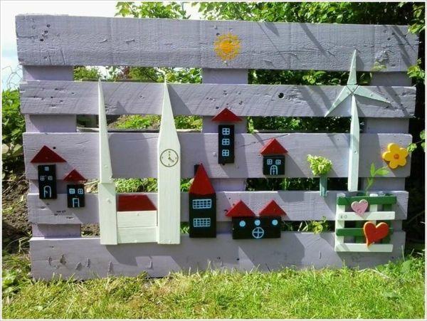 100 Idees Pour Decorer Son Jardin Avec Des Objets De Recuperation Decoration Jardin Cloture De Palette En Bois