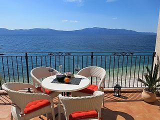 LAST MINUTE al - 15% (Aprile Maggio) solo 5 metri dalla spiaggia, con l'aria, Wi-Fi, TV satellitare. - Apartment mit 2 SchlafzimmerCase vacanze in Zaostrog da @homeawayitalia