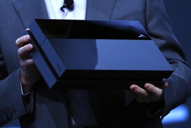 Algunsinternautas levaram com bom humor o preço do PlayStation 4 no Brasil, que será de 3.999 reais quando chegar ao mercado em 29 de novembro.Além das piadas, os internautas também organizam pelo Facebook uma manifestação na Brasil Game Show, no dia 26 de outubro, a partir das 11h.A ideia é que to