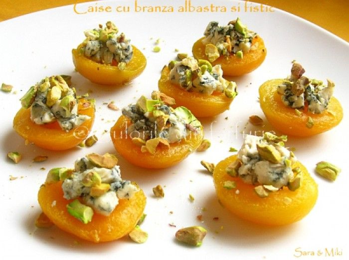abrikoos met blauwe kaas en pistachnootjes