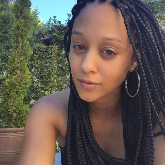 """It's widely believed that braid extensions help to """"grow"""" hair, which in part can be true. While they are certainly a great protective style that helps you retain length, here are 5 Do's and Don'ts of Braid Extensions to keep in mind: SEE: Box Braid Tutorial 1. Braids don't """"make"""" or """"promote"""" hair growth instead …"""