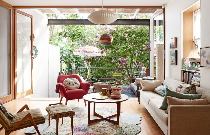 The Sydney home of designer / maker Vanessa Holle and family. Photo – Eve Wilson, production – Lucy Feagins on thedesignfiles.net