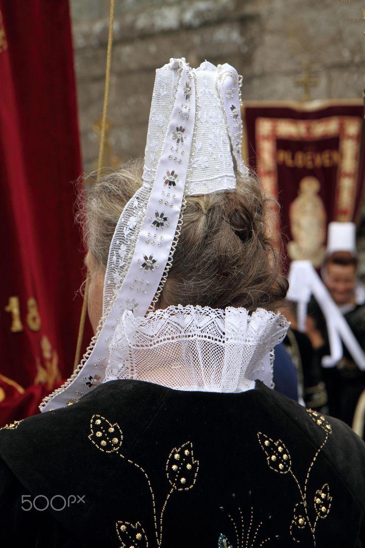 """Traditional - """"coiffe"""" bretã, no Pardon de S. Ronan, Locronan, Bretanha"""