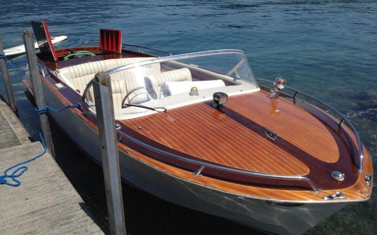 CAMINADA 680 SPORT Absoluter Bootsklassiker, Gfk Schale , Mahagoni Deck. Sport-Gleiter, mit 5 Sitzplätzen und einer grosszügigen Liege. Der Refit wird so gemacht dass es von aussen ein absoluter Klassiker bleibt aber innen und die Technik auf dem neuesten Stand ist!  Das Boot wird 2015 komplett von der Caminadawerft fachmännisch überholt.:  Deck frisch gemacht und Lackiert. Neue Volvo Penta Anlage 2015 montiert (225 PS, Duoprop Getriebe). Neue Polsterung und Neue Sitze.
