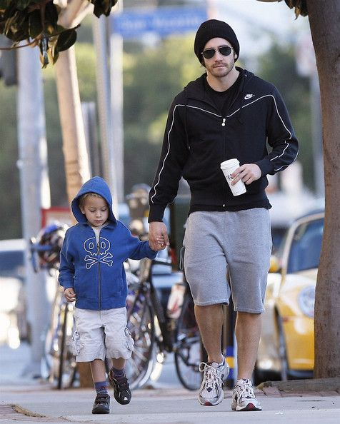 Jake Gyllenhaal and Deacon Phillippe Photos Photos - Actors Reese Witherspoon and Jake Gyllenhaal take Reese's son Deacon Phillippe, who turned 5 yesterday, out for a morning pastry in Brentwood, CA. - Reese and Jake Take Deacon out For his 5th Birthday