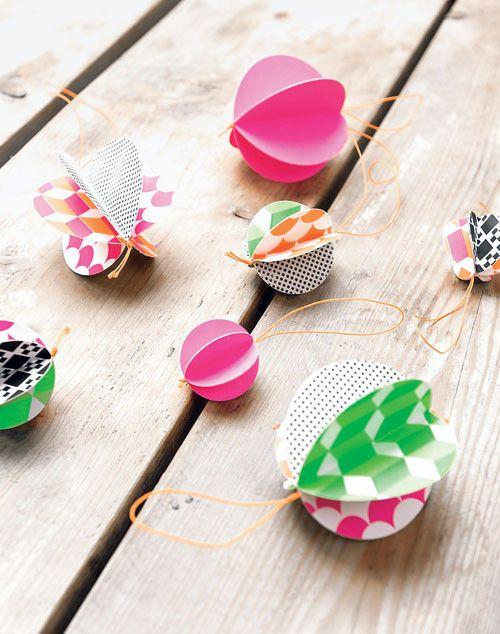 Papieren ballen - Paper balls Kijk op www.101woonideeen.nl #tutorial #howto #diy #101woonideeen #papierenballen #paperballs