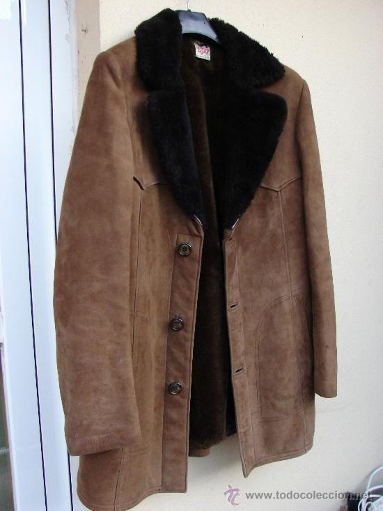 PELLIZA: Prenda de abrigo hecha o forrada de pieles finas. Chaqueta de abrigo con el cuello o las mangas reforzadas de otras telas que usan por lo común los trabajadores.