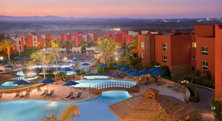 Отель Aurora Bay Resort расположен на берегу залива Джебель-аль-Роззас, в 40 минутах езды от международного аэропорта Марса-Алам и примерно в 15 минутах езды от центра города Марса-Алам, на 2 береговой линии.  К услугам гостей отеля Aurora Bay Resort пляж, 4 бассейна. #Египет   Номера с кондиционером, телевизором, ванной комнатой, мини-кухней, сейфом, телефоном, балконом. Номера с видом на сад, море или бассейн. #туры   На территории отеля работает 4 бара, 3 ресторана, магазины, химчистка..