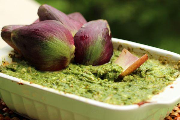 Una salsa vegetariana da servire calda per un antipasto diverso dal solito e particolarmente sfizioso. Ottima con crostini, bastoncini di polenta o piadine.
