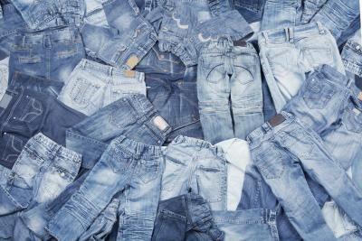 Cómo hago para teñir pantalones vaqueros como un diseñador | eHow en Español