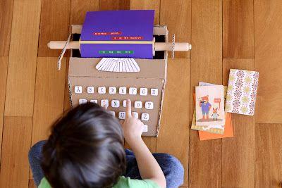 Máquina de escrever de papelão * cardboard typewriter machine