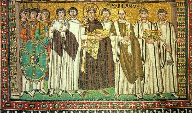 Император Юстиниан со свитой и священнослужителями. Северная стена; Италия. Равенна; VI в. - характерная особенность -красная обувь была привилегией святых и царей