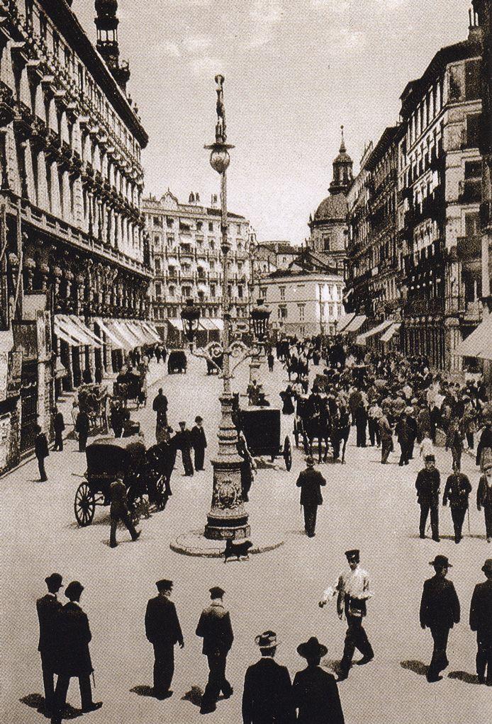 Calle Sevilla, hacia 1900. Hauser y Menet. Museo Municipal (Madrid)