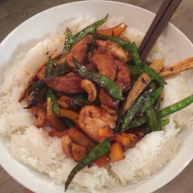 Try this sticky chicken and cashew nut stir fry with jasmine rice. The perfect post workout meal with Protein, carbs and sugars so spike your insulin levels and get your muscles refuel quickly after a session. #Leanin15 #foodie #Healthy #nutrition