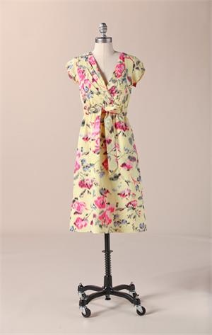 Love the summery floral print on this dress.
