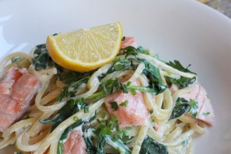 Recept: Snelle pasta met spinazie, kruidenkaas en zalm - Famme