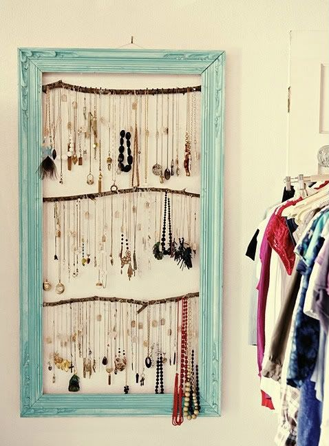 Love this...my closet may soon appear tidy!: Ideas, Jewelry Storage, Necklaces Holders, Jewelry Display, Old Frames, Jewelrydisplay, Jewelry Holders, Diy, Pictures Frames