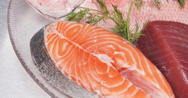 Cómo hacer pargo rojo en el horno. El pargo rojo es una de las variedades de pargo más comunes que habita en el océano. Utilizando el método de cocción e ingredientes adecuados, el pargo rojo puede ser parte de una comida saludable, baja grasas y calorías, rica en proteínas, calcio y hierro. Hornearlo es una buena opción para hacerlo, usando bien sea el pescado entero o en filetes. ...