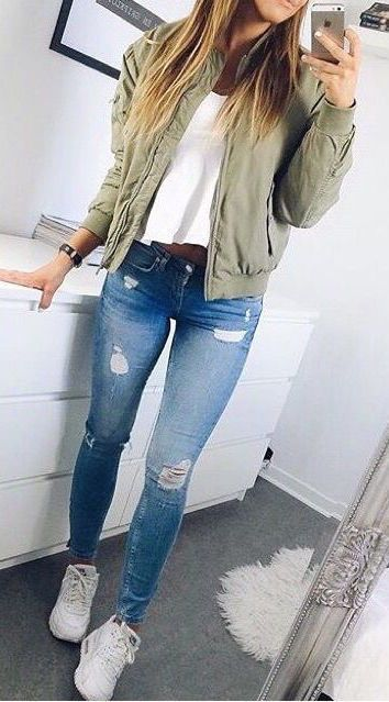 I love these fall winter outfit ideas that anyone can wear teen girls or women. The ultimate fall fashion guide for high school or college. Cute simple look with ripped blue jeans, sneakers and a green bomber jacket.