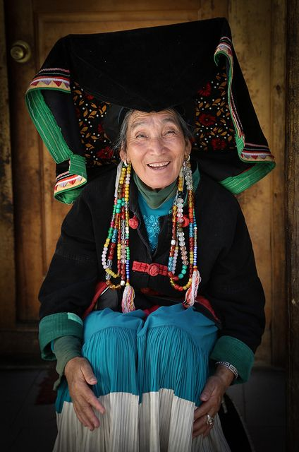 Lady in traditional dress with big hat by Raphael Bick on Flickr - Lijiang, Yunnan, China