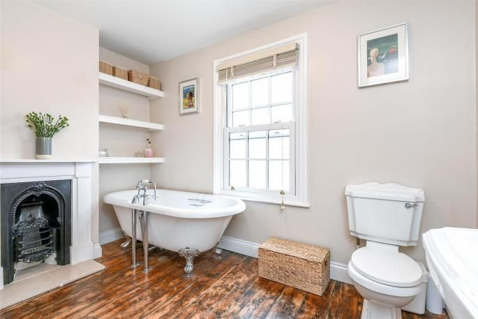rolltop bath / This delightful three bedroom Georgian style c.1865 Victorian end of terrace townhouse situated within walking distance to Wantage town centre has been ...