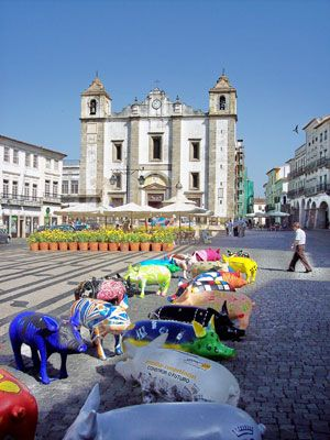 The church Santo Antão, dating to 1557, stands in Évora's Praça do Giraldo. The pigs are painted by locals and auctioned off for charity onc...