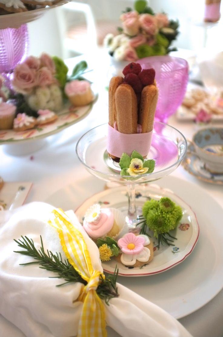 Floral tea party by (Mumi). Beatriz Bauer