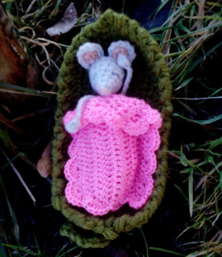 Spící myšátko - vytvořeno podle-  (created by) Mouse sleepy head pattern by April Lesley