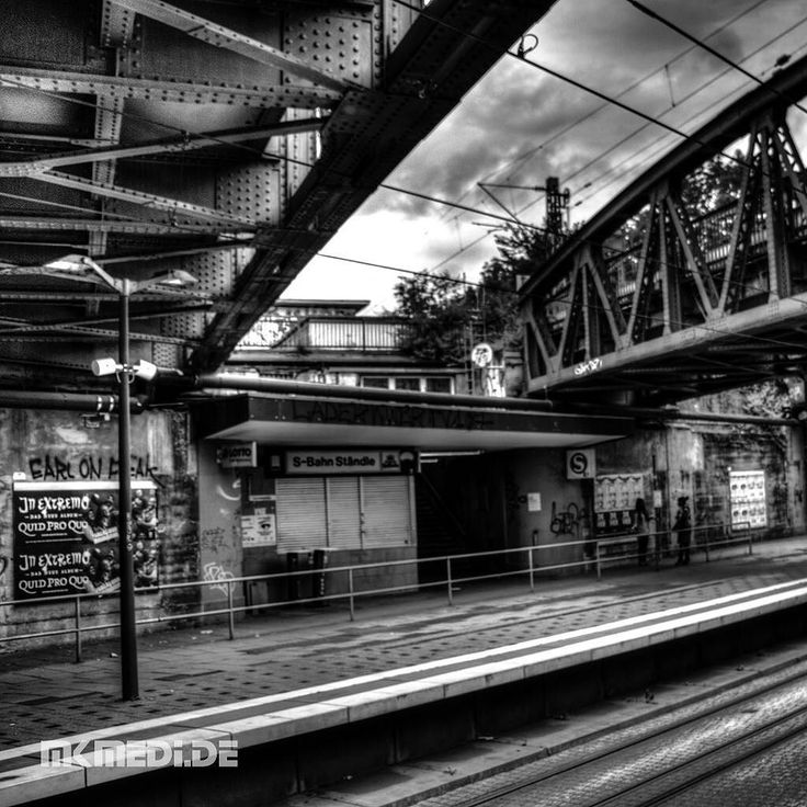 Markus Medinger Picture of the Day   Bild des Tages 23.07.2016   www.mkmedi.de #mkmedi  #365picture #365DailyPicture #pictureoftheday #bilddestages #streetphotography  #instagood #photography #photo #art #photographer #exposure #composition #focus #capture #moment  #stuttgartlikeNY #nyfeelings #blackandwhite #schwarzweiss #freightdepot #güterbahnhof #prellbock #buffer #urban  #stuttgart #badenwuerttemberg #germany #deutschland  @deinstuttgart @badenwuerttemberg @visitbawu @srs_germany…