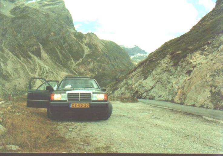 Heerlijk geweest die vakantie, in totaal hadden we 5000km+ gereden. Ik heb die Mercedes nog steeds, in de stalling. Hij was ooit de directiewagen van een groot Weerts bedrijf. Het een 250 D, 5 cilinder, de meest betrouwbare auto/diesel ooit. Ik kan er geen afstand van doen maar rijden is momenteel simpelweg te duur.  Hij is van 91 en heeft nu ongever 750.000 gelopen. 4 ton heb ik er zelf mee gereden ongeveer. Nagenoeg probleemloos, voornamelijk gewoon standaard slijtage onderhoud.