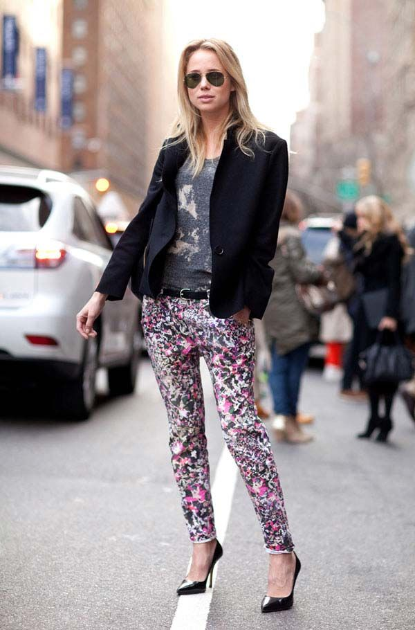 Prints #STORETS #Inspiration #Streetstyle: Prints Pants, Floral Prints, Fashion Style, Bold Prints, Fashion Week, Street Style, New York Fashion, Floral Pants, Elin Kling